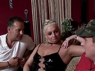 Playful Bombshell Xelca Gets Slurped And Gives Head