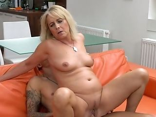 Sexy Granny Jane Nelle Gets Her Vagina Munched And Fucked By One Horny Youthfull Dude