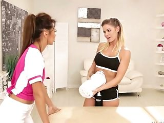 Buxom Jessa Rhodes Is Ready To Please Beautiful Sporty Hotty With Rubdown