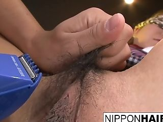 Asian College Girl Gets Her Hairy Vulva Smoothly-shaven