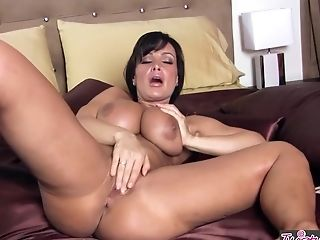 Twistys - Lisa Ann Starring At Hi Hot Moma