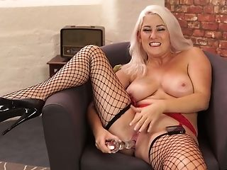 Bbw In Fishnet Stokings Is Playing With Her Lush Cunt
